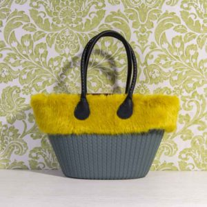 o-bag-knit-atlantic-asas-largas-con-tachuelas-saffiano-en-negro-bolsa-interior-granate-y-borde-ecopiel